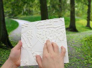 صورة لخريطة ملموسة بطريقة برايل